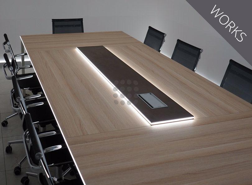 Mesa de reuniones con luz LED